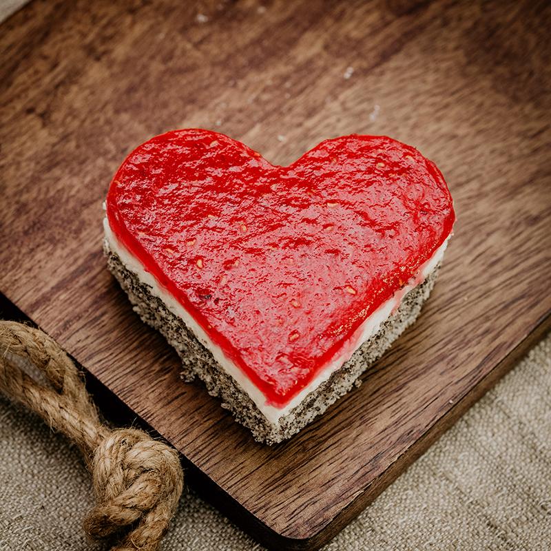 Bäckerei Hager Konditorei Valentinstag Mohntopfenherz