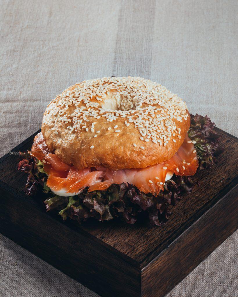 Bäckerei Hager Monatssnack Dezember 2019 Bagel mit Lachs