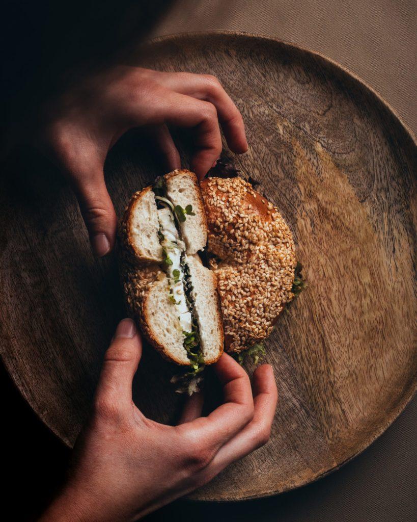 Bäckerei Hager Monatssnack Bagel mit Ziegenkäse