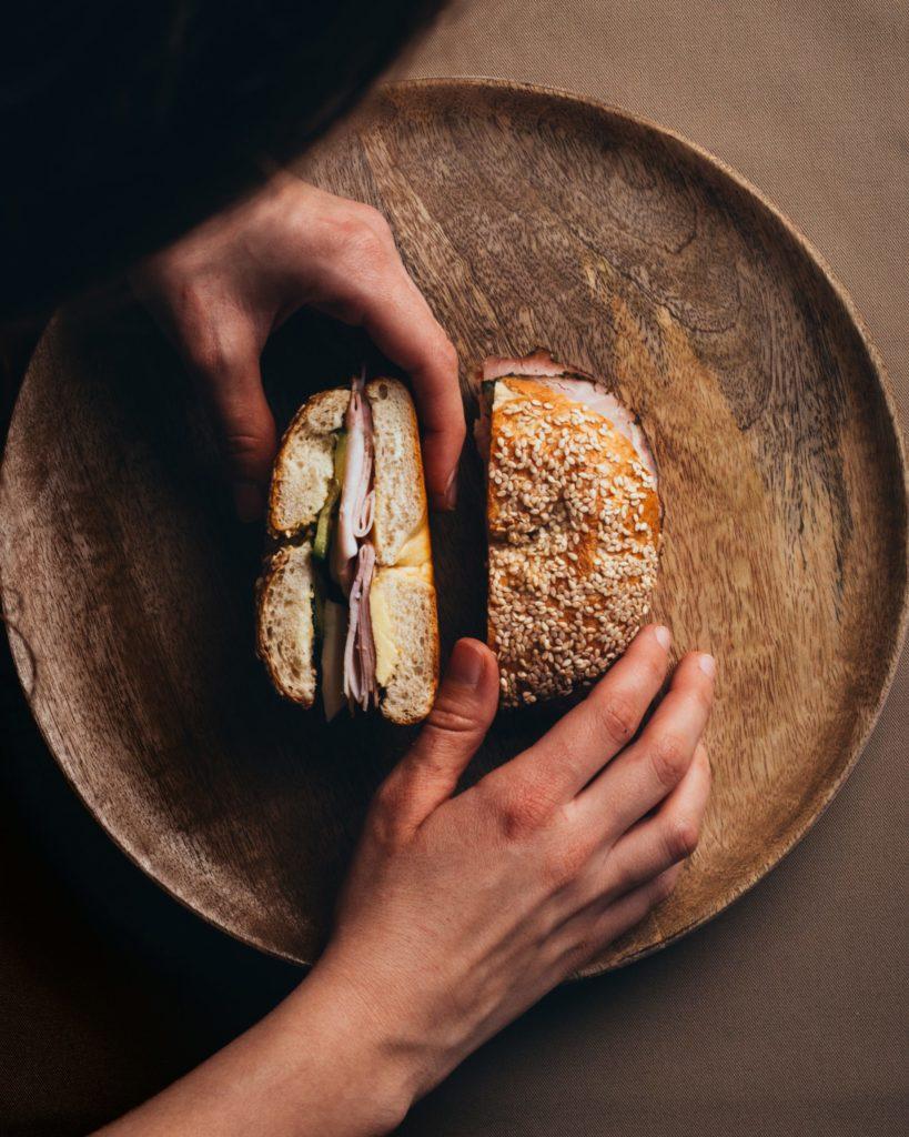 Bäckerei Hager Monatssnack Bagel mit Pfefferkarree