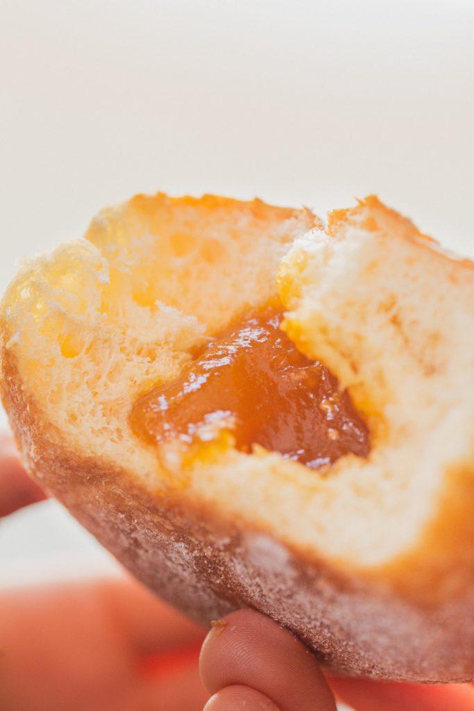 Bäckerei Hager Faschingskrapfen Marillenkrapfen